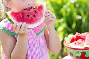 3 שיטות להסרת כתמים בבגדי ילדים