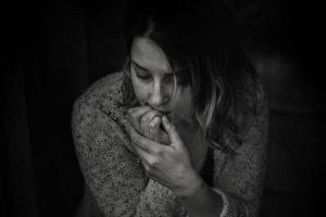 האם התעללות פיזית או טלטול התינוק הן סממן לדיכאון אחרי לידה?
