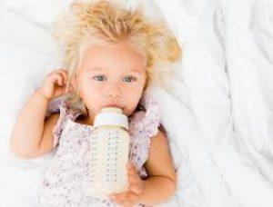 כל הטיפים שכדי לך לדעת איך לשלב הנקה ותרכובות מזון לתינוקות